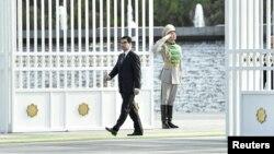 Президент Туркменистана Гурбангулы Бердымухамедов выходит из ворот своего дворца на официальной церемонии. Ашгабат, 29 октября 2015 года.