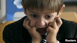Часть грузинской общественности выступает категорически против введения школьного предмета «Я и общество», так как опасается, что он направлен на развращение учеников