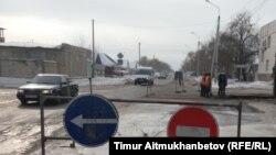 Дорожные знаки на улице в городе Павлодаре — административном центре Павлодарской области Казахстана.