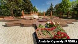Мемориал в память жертв депортации крымских татар у ботсада КФУ в Симферополе