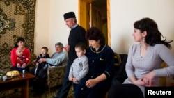 Қырым татарлары отбасы. Симферополь, 17 наурыз 2014 жыл. (Көрнекі сурет)