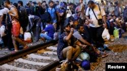 Խորվաթիա - Փախստականները սահմանամերձ երկաթուղային կայարանում, 17-ը սեպտեմբերի, 2015թ․