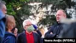 Jedan od lidera opozicije Dragan Đilas na protestu ispred Predsedništva, 7. maj
