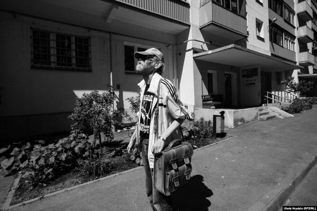 Каля дому ў Менску, дзе раней месьцілася рэдакцыя незалежнай газэты «Згода»