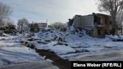 Снос домов в поселке Жезказган (Рудник) в Карагандинской области. 17 декабря 2020 года.