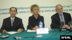 Kyrgyzstan - Press conference of Chief Broadcast Operations Officer RFERL Julia Ragona, of the Associate Director of Program Support for the International Broadcasting Bureau Gary Thatcher. 16Dec2008
