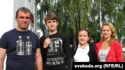 сям'я Каленікаў прыйшла ў школу разам