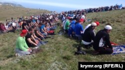 Крымские татары на горе Чатыр-Даг, 10 мая 2014 г.