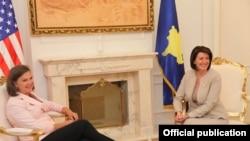 Presidentja Jahjaga në takim me ndihmës Sekretaren e shtetit të SHBA-ve për Evropë dhe Azi, ambasadoren Victoria Nuland.