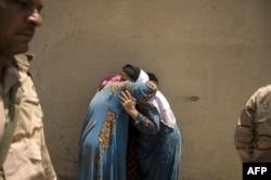 Две женщины, спасенные из рабства у боевиков-джихадистов. Мосул, 10 июля