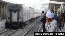 Илустрација - возови во Египет.