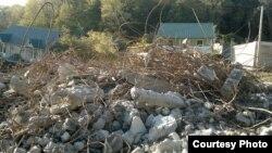 Сочидегі құрылыс қоқысының қасында тұрған үйлер. 21 қараша 2013 жыл