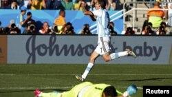 Բրազիլիա - Արգենտինացի Անխել դի Մարիան տոնում է Շվեյցարիայի հավաքականին խփած գոլը, 1-ը հուլիսի, 2014թ․