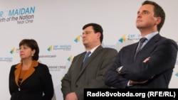 Украинаның жаңа үкіметіндегі үш шетелдік министр - (солдан оңға қарай) Наталья Яресько, Александр Квиташвили және Айварас Абромавичус.