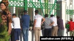 Средняя школа в Ашхабаде (архивное фото)