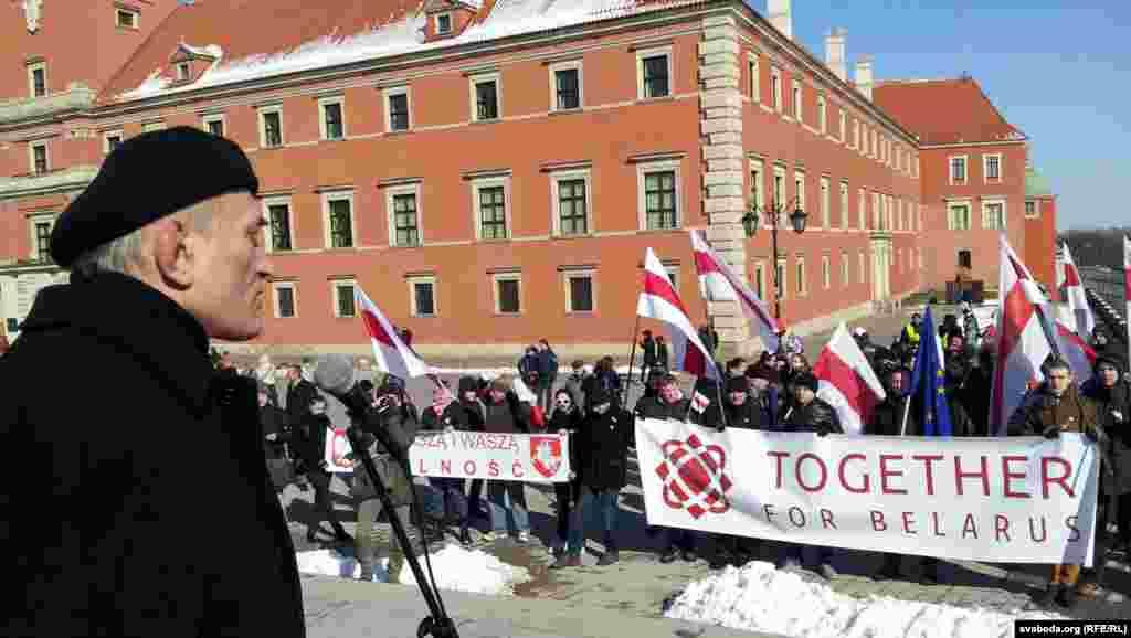 Білоруська еміграція у Варшаві відзначила в суботу, 23 березня 2013 року, День волі – річницю проголошення Білоруської Народної Республіки 25 березня 1918 року, виступає лідер опозиційної Консервативно-християнської партії «БНФ» Зенон Позняк