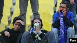 طرفدران تیم استقلال برعلیه کادر فنی این تیم شعارهایی سر دادند. عکس از مهر
