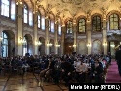 Учасники семінару про злочини комунізму у Великому залі Сенату Чехії