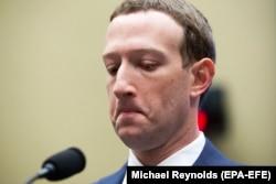 Марк Цукерберг на слушаниях в американском Конгрессе