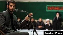 میثم مطیعی، مداح، در مراسم های دفتر رهبر جمهوری اسلامی نیز برنامه اجرا میکند.