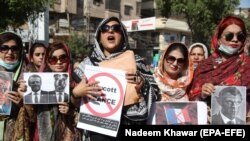 په پاکستان کې د فرانسې خلاف د مظاهرې یوه څنډه.