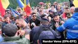 """Profesorul Szilágyi N. Sándor scrie într-un editorial că în zona Transilvaniei """"conflictele spontane între grupuri etnice (mai ales între români și maghiari) nu prea sunt specifice"""""""