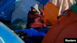 Refugjat nga Siria në një kamp në Hungari