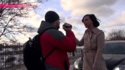Как активисты останавливают водителей, превращающих тротуары в дороги