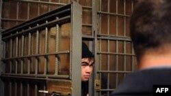 Мигрант-нелегал из Узбекистана в полицейском участке на Казанском вокзале Москвы. 24 января 2012 года.