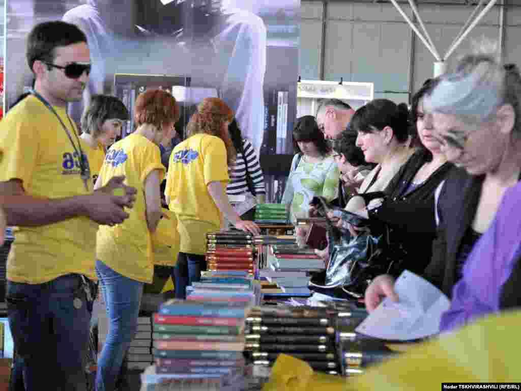 წიგნის მეცამეტე საერთაშორისო ფესტივალი თბილისში.