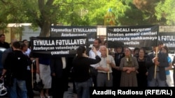 Protest to free Eynulla Fatullayev in front of Baku's Court of Appeals in Spetember