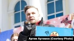 Координатор штаба Навального в Тюмени Александр Куниловский на акции протеста 5 мая 2018 (архивное фото)
