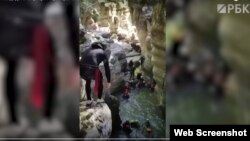 """Скриншот видео РБК с прыгающими со скалы """"будущими губернаторами"""""""