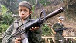 Ребенок-солдат одного из повстанческих отрядов в джунглях Мьянмы