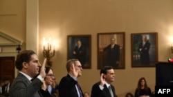 Experții constituționali, profesorii: Noah Feldman, Pamela S. Karlan, Michael Gerhardt și Jonathan Turley depun jurământ înainte de audieri, Washington, 4 decembrie 2019