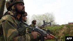 Архива: индиски трупу во регионот Кашмир.
