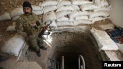 """Туннель, вырытый боевиками """"Исламского государства"""" в Мосуле (архивное фото)"""