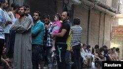 صف ساکنان حلب برای نان