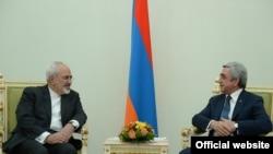 Президент Армении Серж Саргсян принимает министра иностранных дел Ирана Мохаммада Джавада Зарифи (слева), Ереван, 27 января 2015 г. (Фотография - пресс-служба президента Армении)