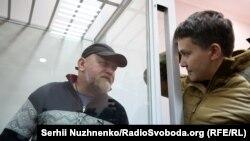 Владимир Рубан и Надежда Савченко на одном из заседаний суда по их делу