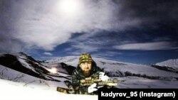 Рамзан Кадыров со снайперской винтовкой.