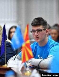 """Лука Павиќевиќ, ученик во меѓународно училиште """"Нова"""" и кандидат за претседател на Сојуз на средношколци"""