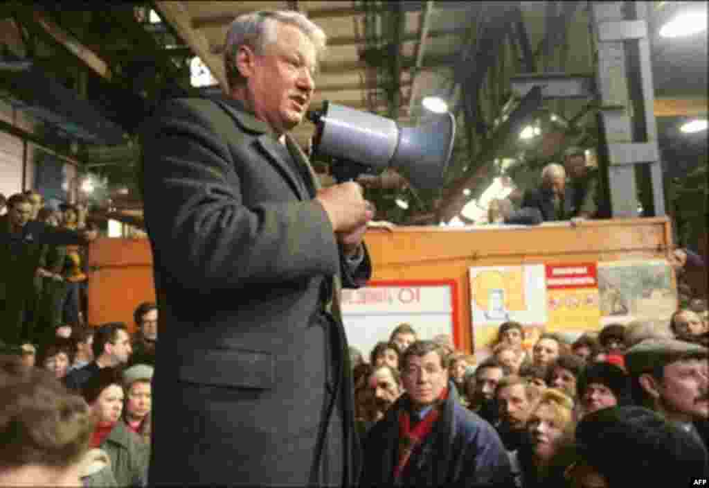 Russian President Boris Yeltsin addresses a crowd of workers at the Kirov plant in Leningrad