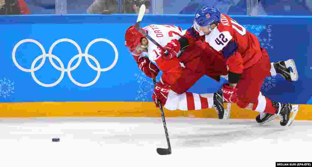 Ice Hockey: Olympic Athlete of Russia's Pavel Datsyuk (L) and Czech Republic's Petr Koukal (R) in action during the Men's Ice Hockey semi final match between the Czech Republic and the Olympic Athletes from Russia (OAR) at the Gangneung Hockey Centre during the PyeongChang 2018 Winter Olympic Games, in Gangneung, South Korea, 23 February 2018. The team of Russia won the match against the team of Czech Republic with a score 3:0.