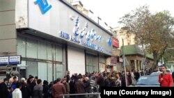 به گفته یکی از کارکنان «ثامنالحجج»٬ تعداد کارکنان این موسسه در سراسر ایران را دو هزار و ۷۰۰ نفر بود.