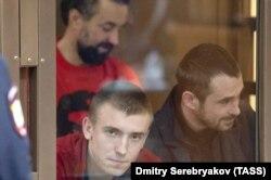 Украинские моряки на суде в Москве (слева направо): Сергей Цибизов, Андрей Опрыско и Роман Мокряк, 12 февраля 2019 года