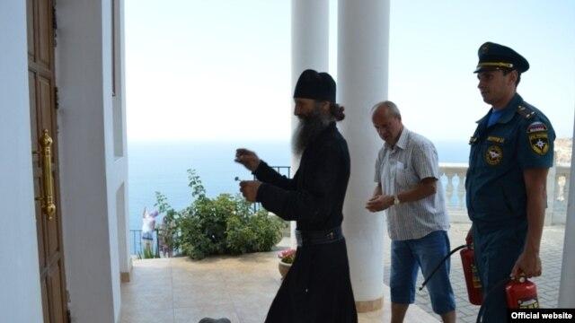 Монахи мужского монастыря на мысе Фиолент будут самостоятельно тушить пожары фото