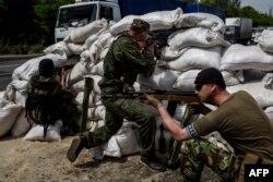 Донецк маңындағы ресейшіл сепаратистер. Украина, 23 мамыр 2014 жыл.
