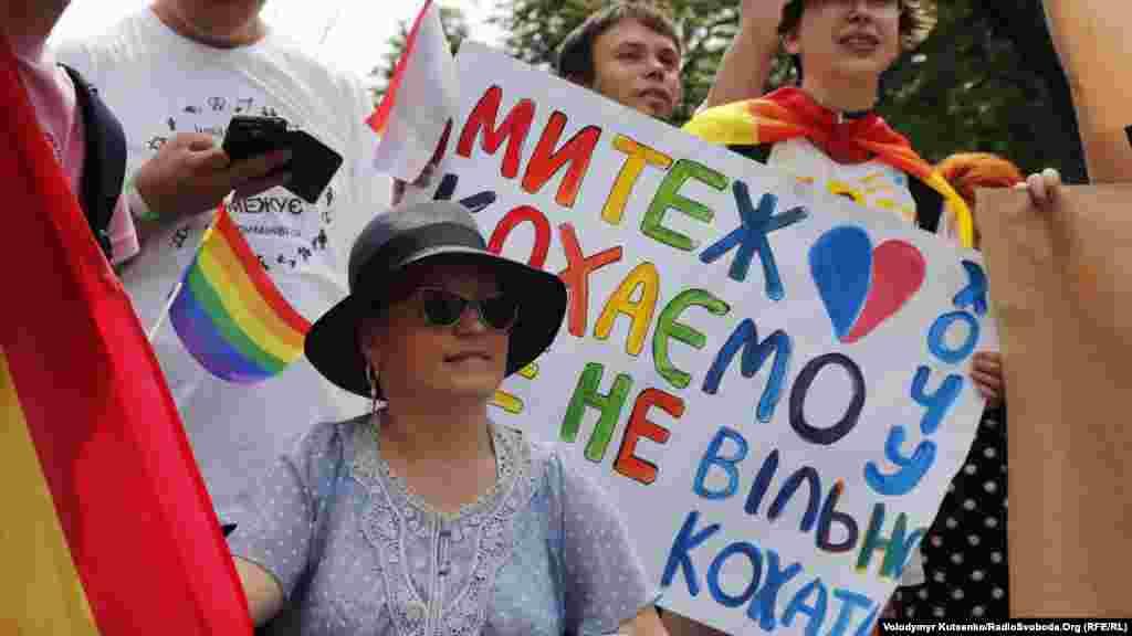 Временный поверенный в делах США в Украине Уильям Тейлор также выразил поддержку участникам Марша равенства. «Мы стоим вместе со всеми украинцами, которые хотят равенства и отсутствия дискриминации», – цитирует обращение Тейлора посольство