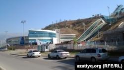 2011 жылы өткен VІІ қысқы Азия ойындары үшін салынған трамплин кешені. Алматы, 23 қыркүйек 2012 жыл.
